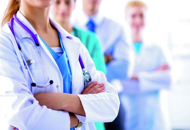 Σε αναστολή εργασίας 10.000 υγειονομικοί - Στις προσλήψεις καταφεύγει η κυβέρνηση