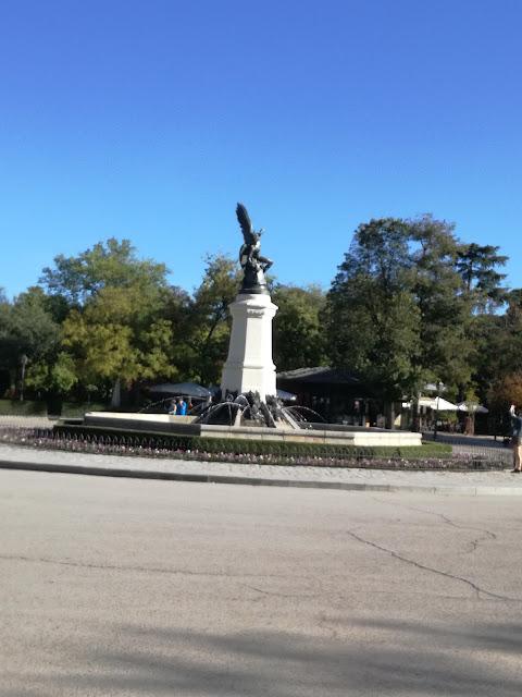 El monumento al Ángel Caído en el Parque del Retiro | Manuelblas.Madrid