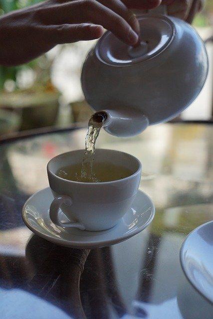 Manfaat Minum Air Putih Hangat di Pagi Hari, sangat rugi jika tidak dilakukan