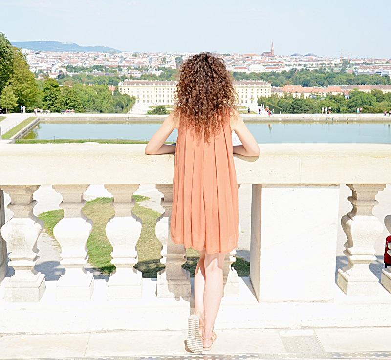Wiedeń, Zwiedzanie Wiednia, Pałac Shonnbrunn, kręcone włosy, blogerka, zakreecona, sukienka, lato, weekend, wycieczka, pomysł na weekend, Prater, park rozrywki, atrakcje, dzielnica, biznes