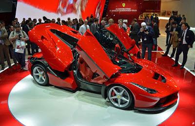 Ferrari LaFerrari Review - Carshighlight.com
