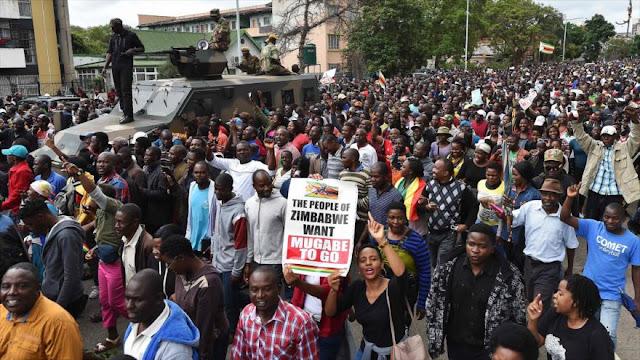 Zimbabuenses se manifiestan para forzar renuncia del presidente