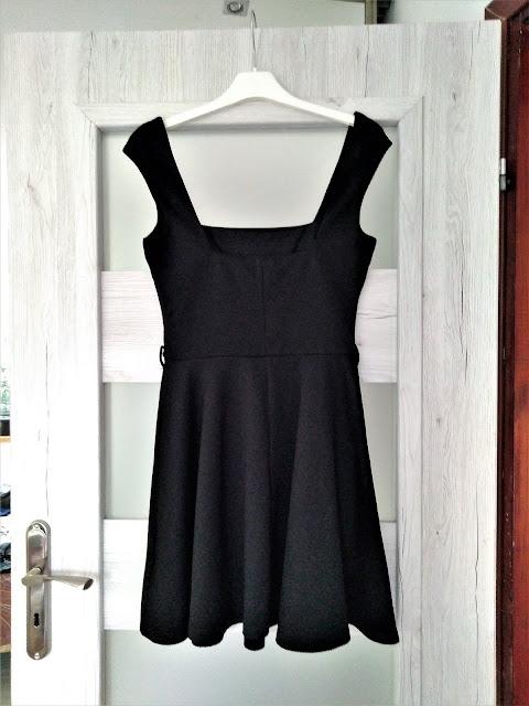 czarna-sukienka-rozkloszowana-swap-wrocl
