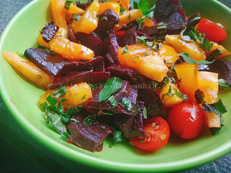 Салат из свеклы с помидорами и мятой
