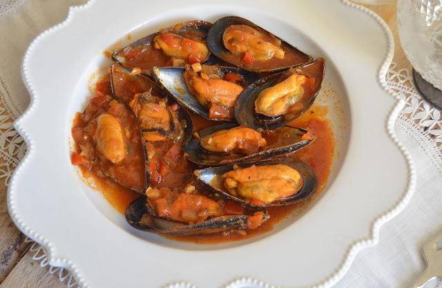 Mejillones a la marinera cuchillito y tenedor for Cocinar mejillones en salsa