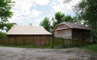 http://fotobabij.blogspot.com/2016/07/bigoraj-ul-czerwonego-krzyza-drewniane.html