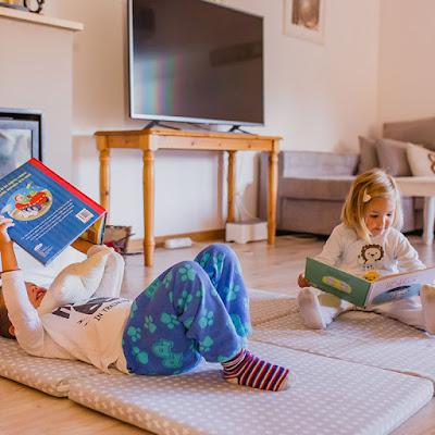 colchoneta suelo juego libros blog mimuselina