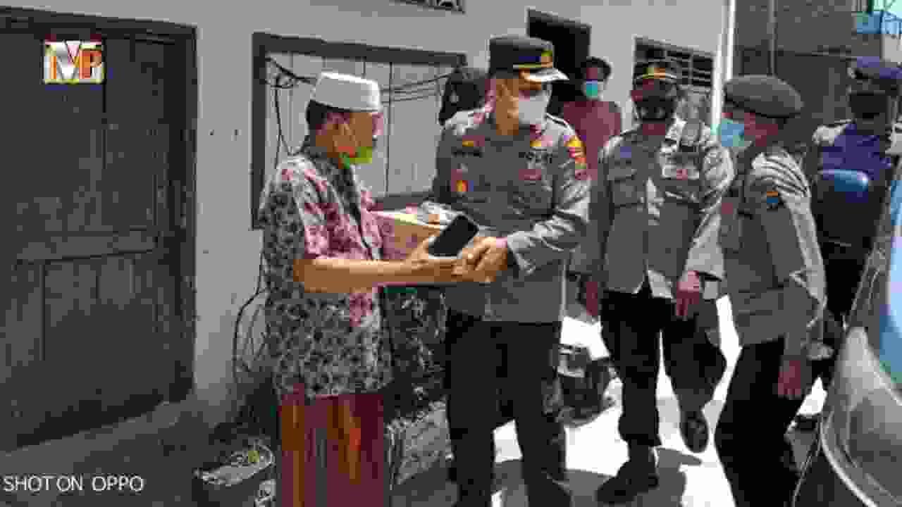 Kapolsek Medan Area Salurkan Bansos Kepada Masyarakat Kurang Mampu Terdampak Covid- 19