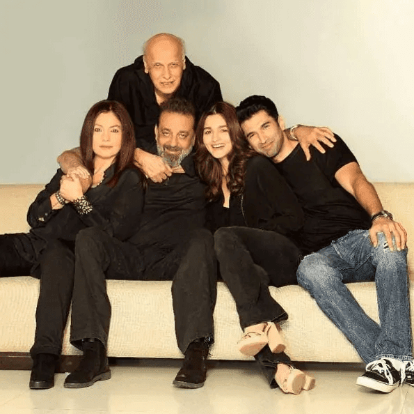 Sadak 2: आलिया भट्ट और आदित्य रॉय कपूर की फिल्म को ओटीटी प्लेटफॉर्म पर रिलीज करने जा रहे हैं मुकेश भट्ट, बोले 'अब कोई रास्ता नहीं बचा...'