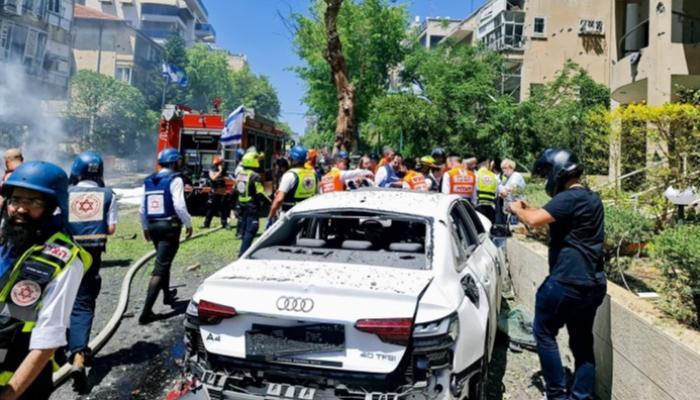 مقتل إسرائيلي وقصف مبان في غزة بقصف تل أبيب ومدن المركز