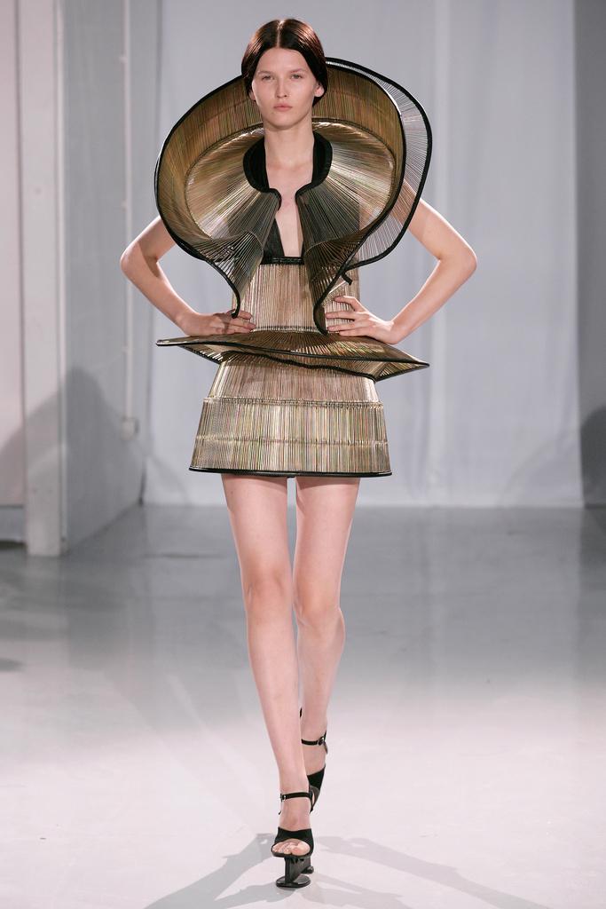 The Kerun Kardashinanas Iris Van Harpen Couture