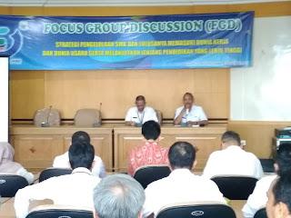 Kaban Bappeda Provinsi Jambi Secara Resmi Membuka FGD Strategi Pengelolaan SMK Dan Lulusannya Memasuki Dunia Kerja.