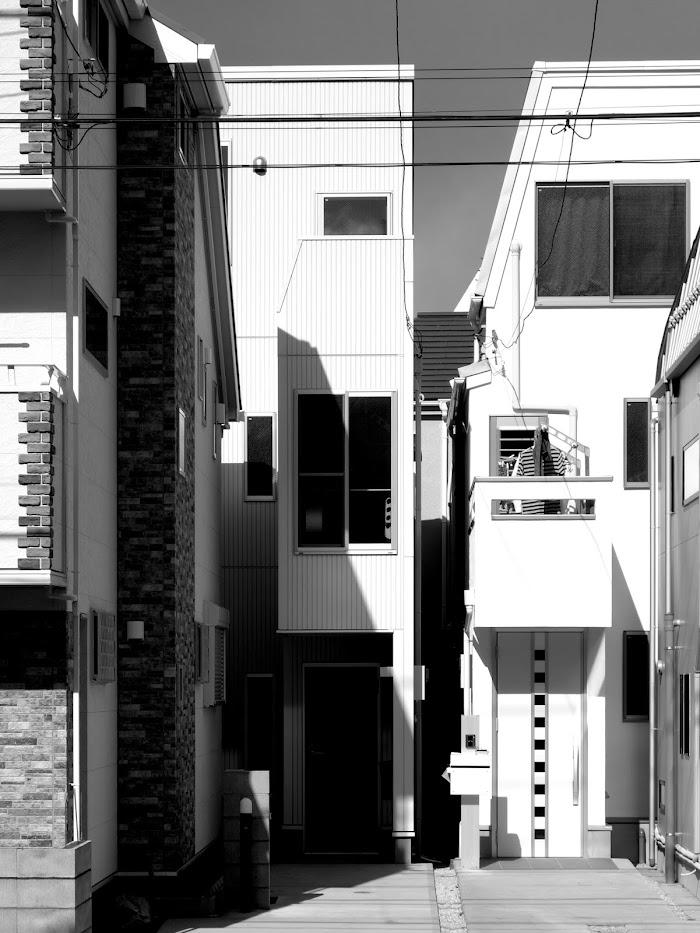 旗竿地に建つ木造3階建て住宅:深沢の家,外観 小形 徹 * 小形 祐美子プラス プロスペクトコッテージ 一級建築士事務所の設計
