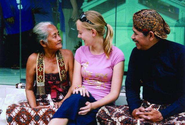http://www.kabarviralpedia.com/2017/04/7-alasan-mengapa-orang-asing-betah-di-indonesia.html