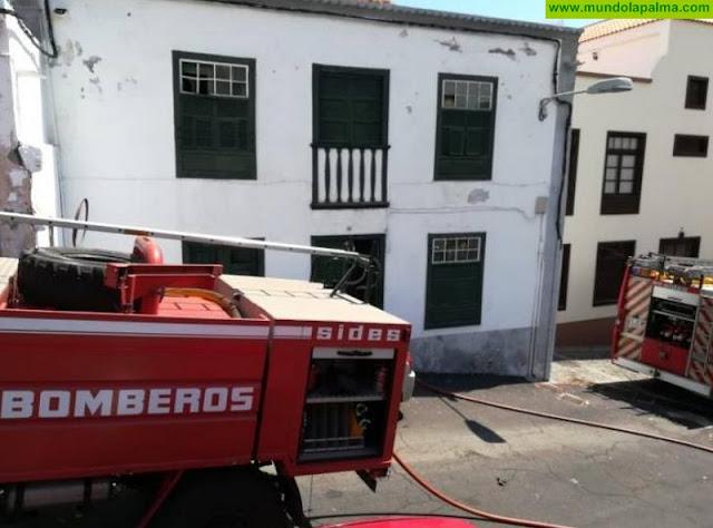 Los bomberos sofocaron ayer un pequeño incendio en Santa Cruz de La Palma