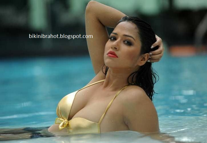 Sohini Sarkar hot pics - celebritylic wet saree navel mms ...
