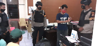 Patroli : Giat patroli Tim Unit Patroli Reaksi Cepat (UPRC) Polres Mataram cegah penularan Korona