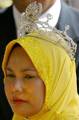 diamond tiara terengganu malaysia queen tengku ampuan bariah sultanah nur zahirah