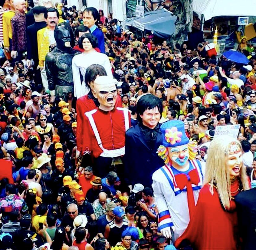 Carnaval: Eddie, Bolsonaro e Hulk no desfile de bonecos gigantes em Olinda