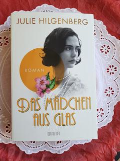 https://sommerlese.blogspot.com/2020/07/das-madchen-aus-glas-julie-hilgenberg.html