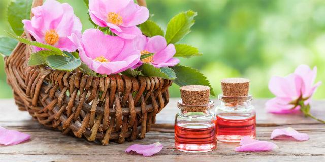 Cómo usar el aceite de rosa mosqueta para reparar el cabello