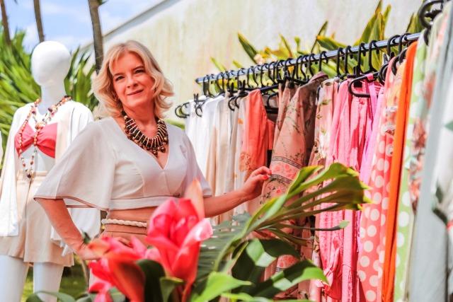A empresária Jackeline Carravieri assina a nova marca de roupas femininas na região.