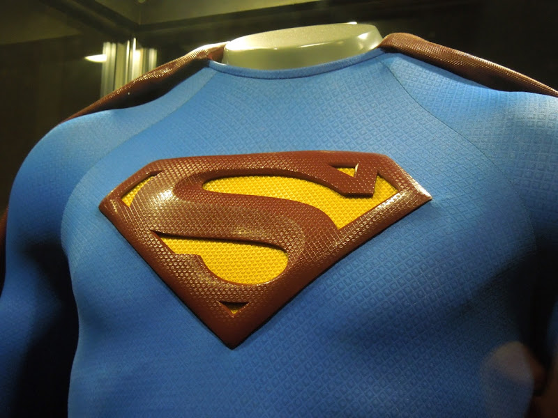 Superman Returns costume chest symbol