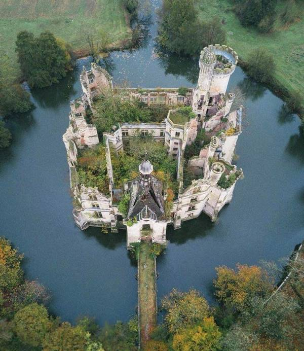 beautiful abandoned homes, stunning abandoned places around the world, strange abandoned places, these are the most deserted places on earth, photos of abandoned places