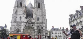 بالفيديو | حريق ضخم في كاتدرائية نانت التاريخية غرب فرنسا