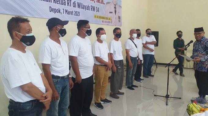 Lurah Depok Jaya Lantik 8 Ketua RT di Wilayah RW 04