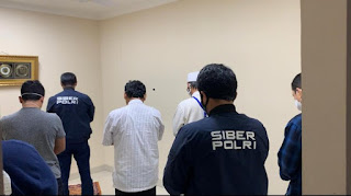 Momen Gus Nur Melaksanakan Salat Bareng Penyidik di Sela Agenda Pemeriksaan