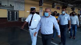 लॉकडाउन के मद्देनजर डीआरएम ने नरकटियागंज जंक्शन पर प्रेस कॉन्फ्रेंस किए,