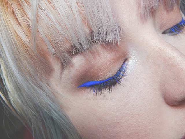 Girl with bright blue winged eyeliner