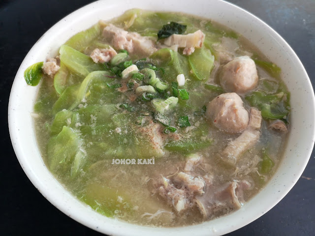 Pang & Tan Yong Chun in Ulu Tiram. The Most Loaded Mee Hoon Kueh in Johor 永春面粉粿