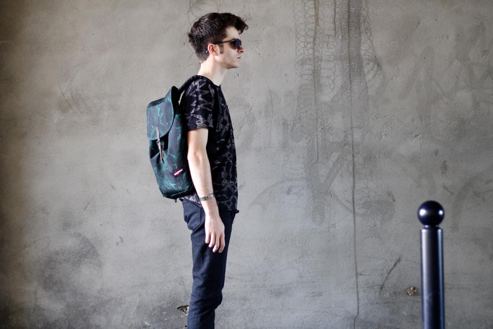 BLOG-MODE-HOMME-VOYAGE-STYLE_CASUAL_eastpak_sac-à-dos-backpack-vert-exclusif-chaussures--lunettes-cuisses-de-grenouilles-see-concept-collaboration-petit-standard-apc-noir-scotch-soda-paris-bordeaux