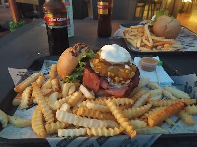 Probando la Hamburguesa de La Social Burger