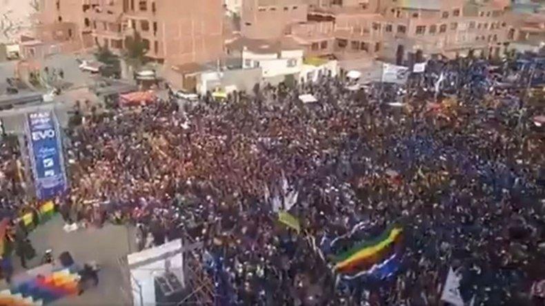 Multitudinaria movilización en La Paz contra el golpe en Bolivia