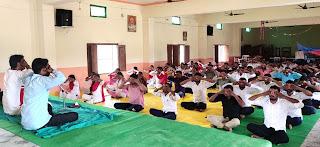 राजेश कुमार महाविद्यालय में पाँच दिवसीय योग प्रशिक्षण शिविर प्रारम्भ  | #NayaSaberaNetwork