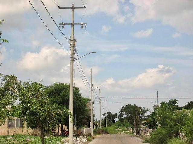 Avanzan los trabajos de electrificación en diversas calles de Dzilam González