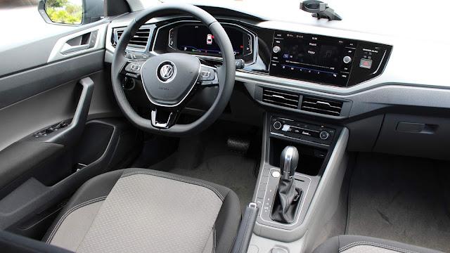 VW Virtus (Polo Sedan) TSI Automático - interior - painel