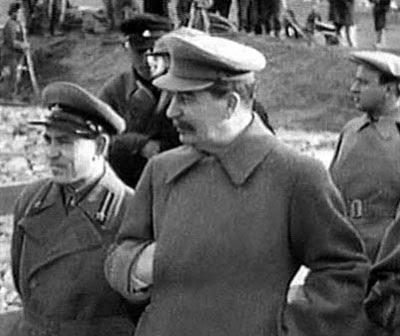 Stalin visita i cantieri del canale di Mosca, costruito da prigionieri dei Gulag tra il 1932 e il 1937.