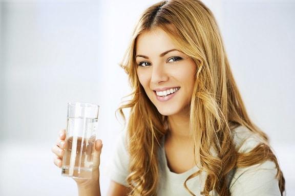 minum air untuk kulit cantik
