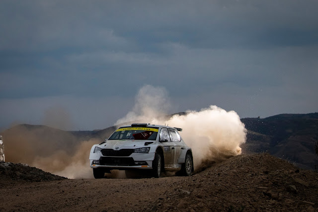 R5 Skoda Rally Car kicking up dust on rocky road in Mexico