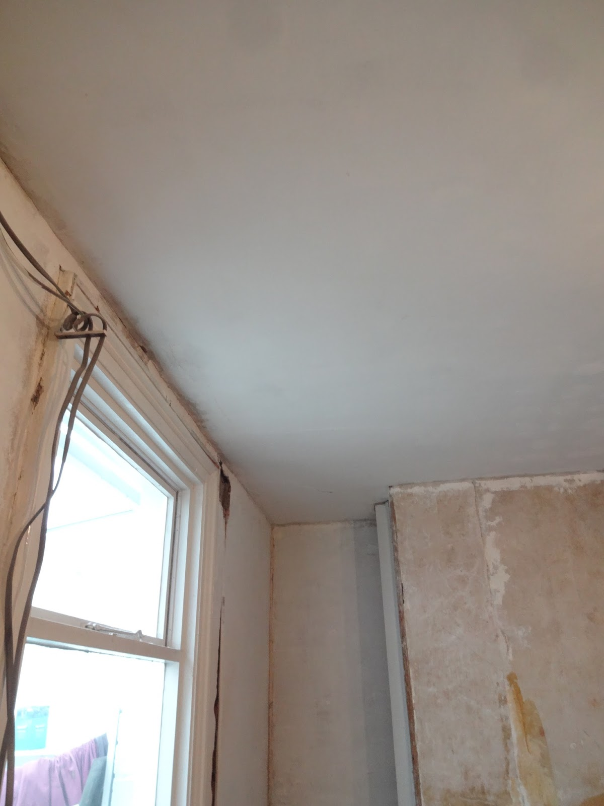A Quick Guide To Removing Polystyrene Ceiling Tiles