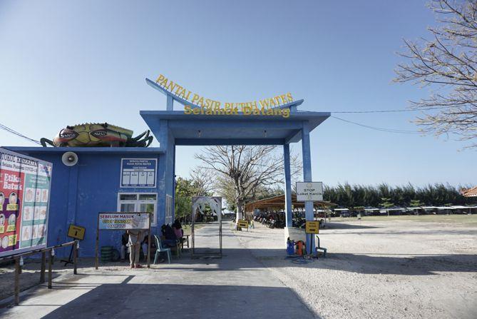 Gerbang pantai pasir putih Wates, Rembang