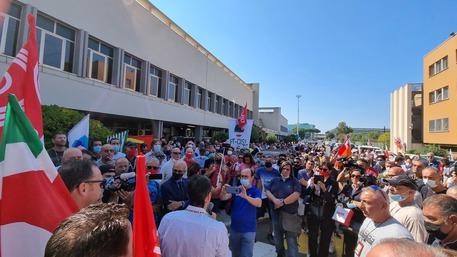 """ITA: SINDACATI IN PROTESTA A FIUMICINO, """"GOVERNO RESPONSABILE, CI CONVOCHI"""""""
