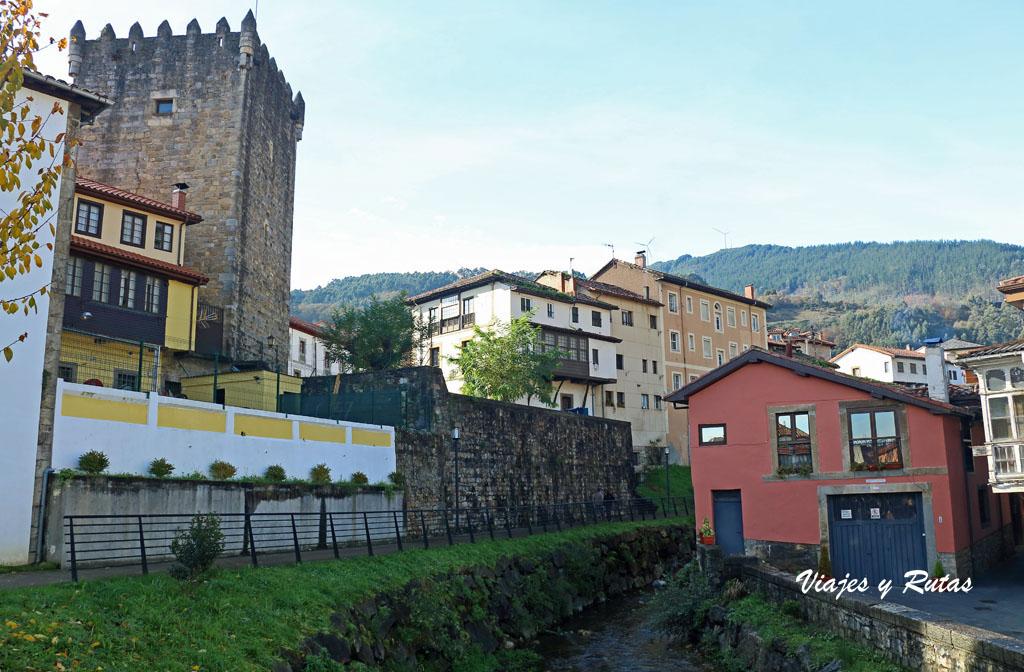 Casas junto al Nonaya de Salas, Asturias