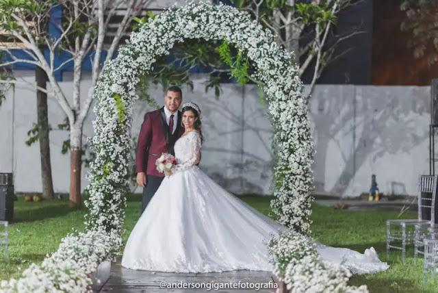 Damares parabeniza noiva que cantou pentecostal