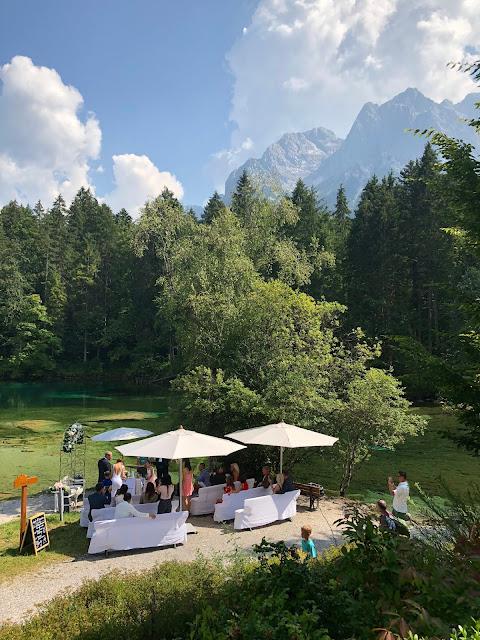 Indipendent marriage in Grainau, near Garmisch-Partenkirchen, free ceremony at lake Badersee, mountain wedding in Bavaria, Germany, Hotel am Badersee, wedding planner Uschi Glas