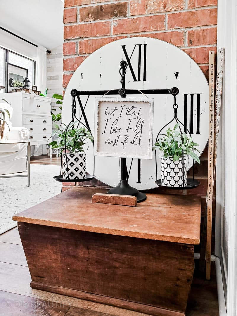 black and white farmhouse decor